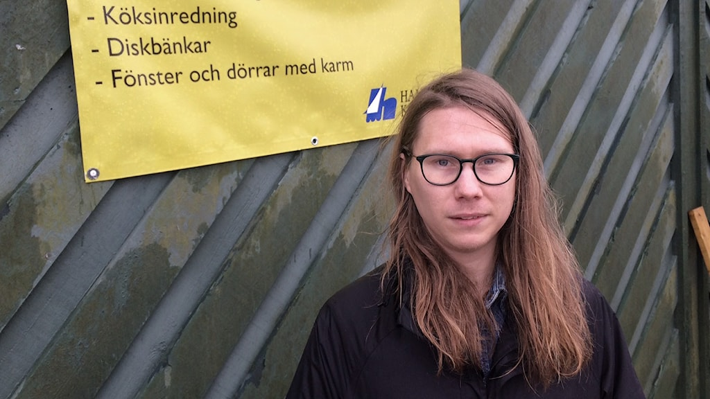 Emil Florell, renhållningssamordnare på Hammarö kommun. Foto: Jenny Tibblin/Sveriges Radio.