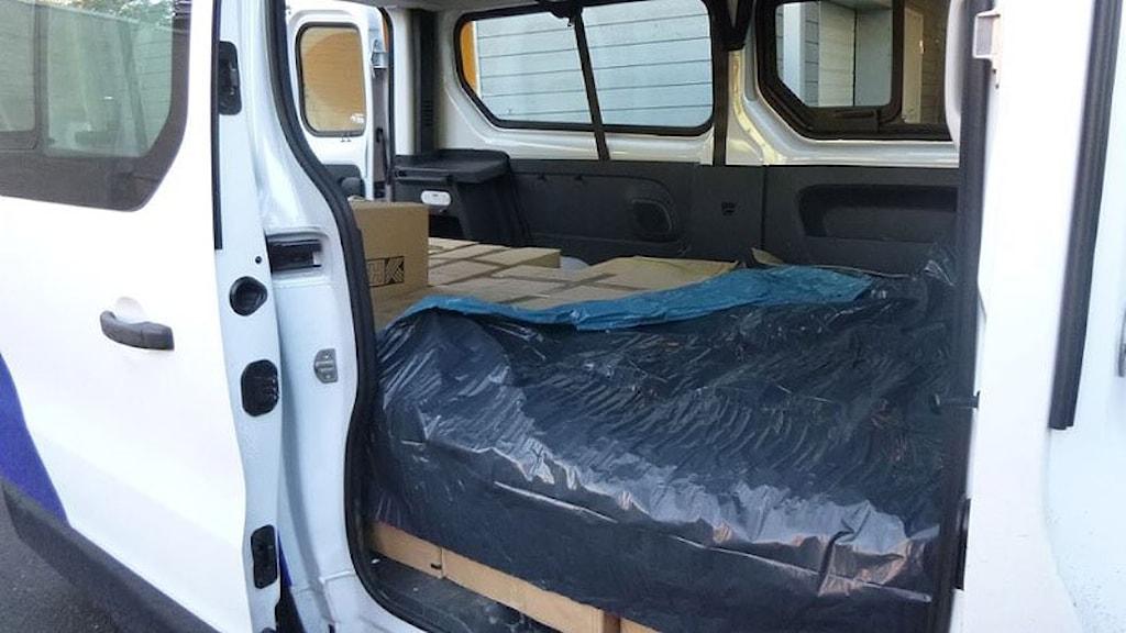 Beslagtagen bil fylld med narkotika. Foto: Norska tullen