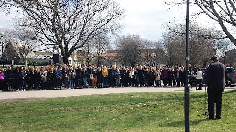 Demonstration vid Sundstragymnasiet. Foto: Robert Ojala/Sveriges Radio.