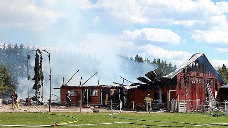 Eldhärjad ladugård. Foto: Hagfors Räddningstjänst.