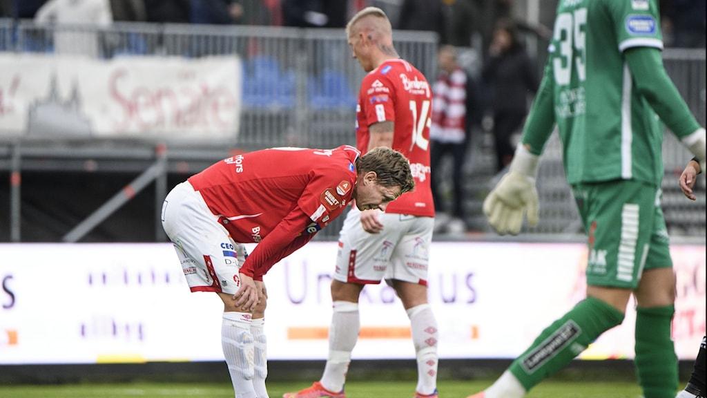 Johan Bertilsson grämer sig efter lördagens förlust.