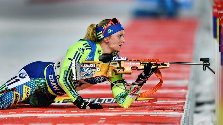 Mona Brorsson på skjutvallen. Foto: Anders Wiklund/TT.