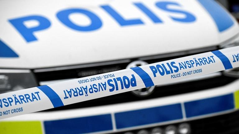 En polisbil och ett avspärrningsband. Foto: Johan Nilsson/TT.