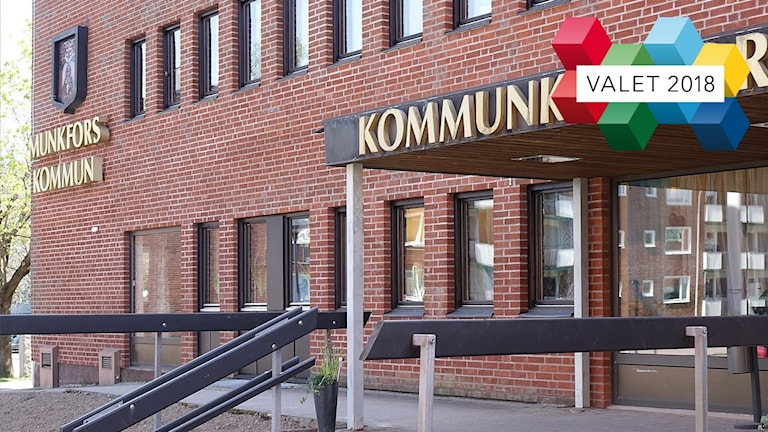 Entrén till kommunhuset i Munkfors. Foto: Sveriges Radio.