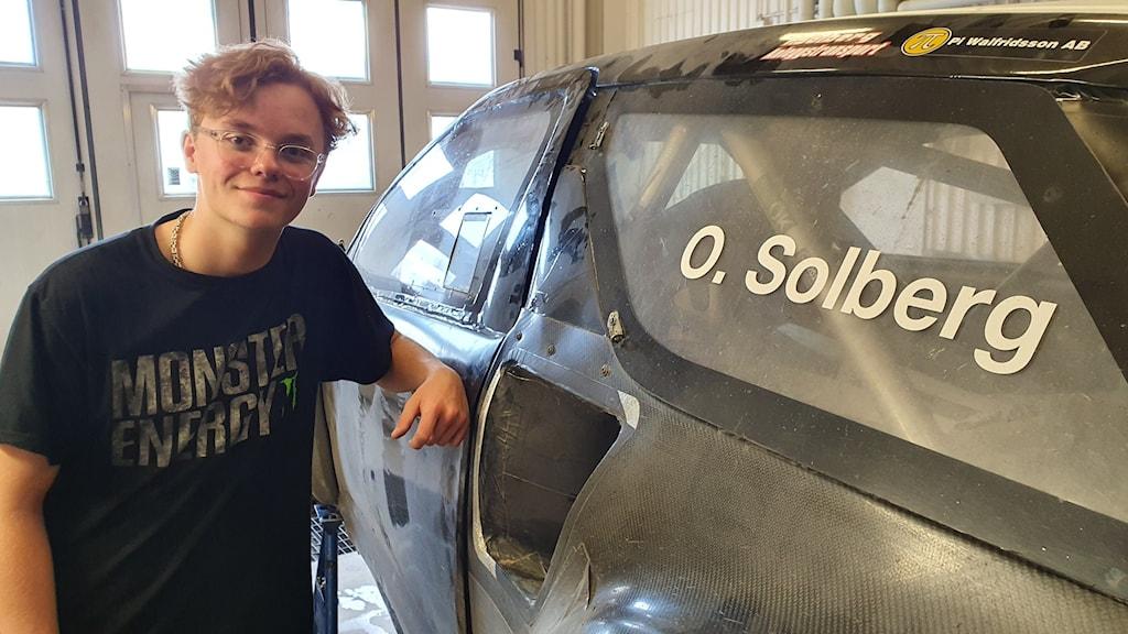 Oliver Solberg ansluter sig till raden av stjärnor som deltar i rallycrosstävlingarna i Höljes i början av juli. Foto: Aron Eriksson/Sveriges Radio.