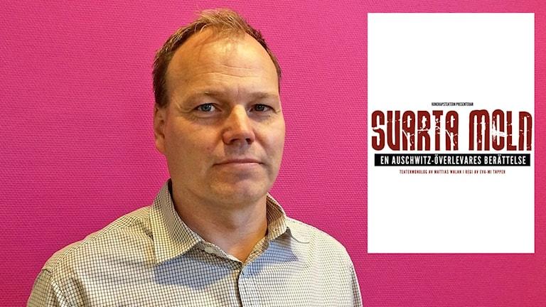 Mattias Walan och en affisch infälld i bilden. Foto: Örjan Bengtzing/Sveriges Radio.