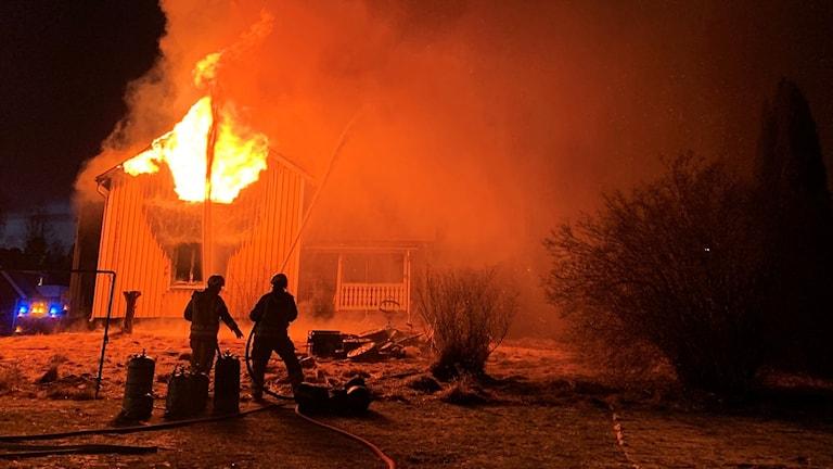 Villa som brinner i Deje.