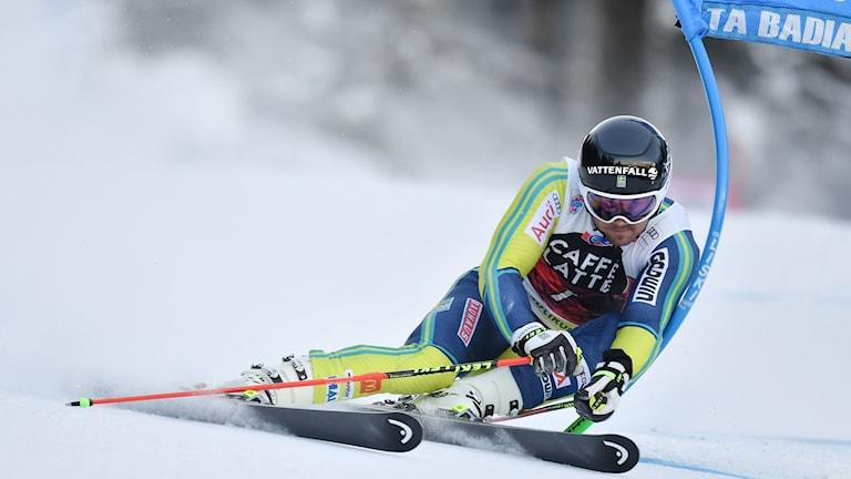 Matts Olsson under en världscuptävling i storslalom i Alta Badia. Foto: Tiziana Fabi/AFP photo.