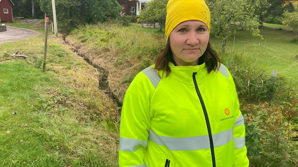 kvinna i varselväst, foto: Per Larsson/Sveriges Radio