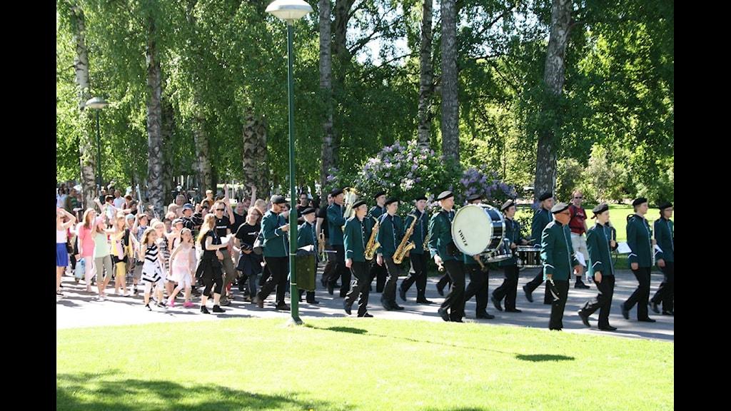 Kulturskolan paraderar genom Karlstad
