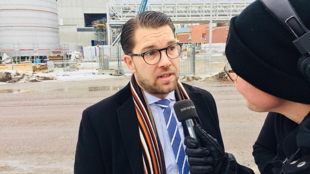 Jimmie Åkesson intervjuas. Foto: Amanda Moln/Sveriges Radio.