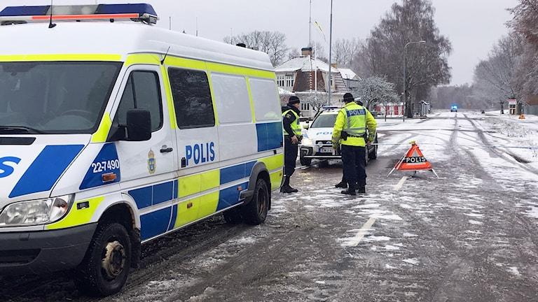 Polisbilar vid en avspärrning . Foto: Per Larsson/Sveriges Radio.
