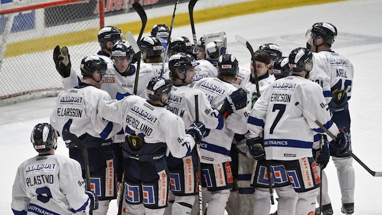 BIK Karlskoga firar ett mål. Foto: Bertil Enevåg Ericson/TT arkiv.