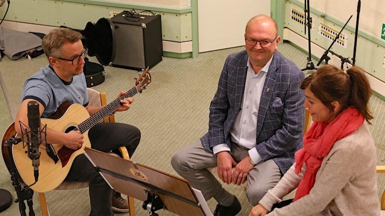 Kenneth Johansson, Landshövding samt Cecilia och Christer Nerfont, musikalartister. Foto: Örjan Bengtzing/Sveriges Radio.