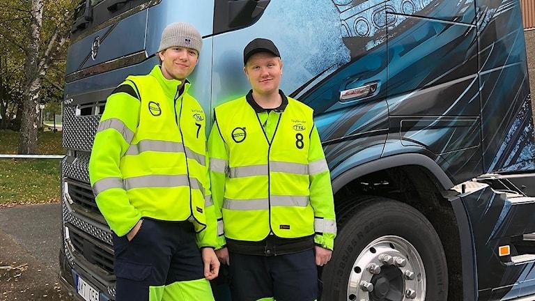 Martin Wiklund och Harley Nilsson tävlar i Yrkes-SM. Foto: Lars Kotz.