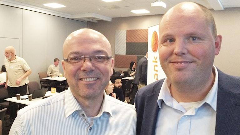 Assem Zaidan ( t v) och Henrik Kihlström. Foto: Peter Caldarulo/Sveriges Radio.