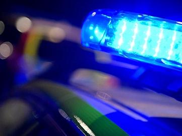 Fyra män och en kvinna anhölls efter knarkbeslag