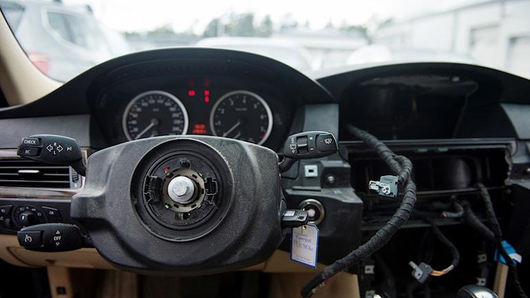 Interiör i en bil där ratten är borta. Foto: Izabelle Nordfjell/TT