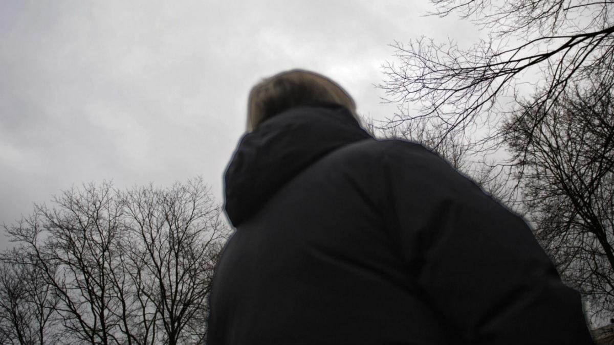 Anonym kvinna i svart jacka. Foto: Marc Femenia/TT.