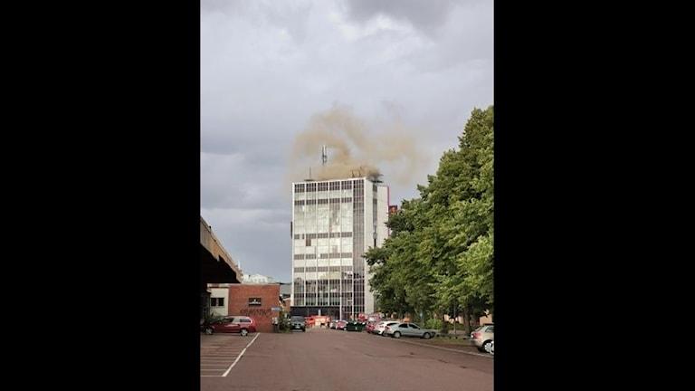 Byggnad som brinner