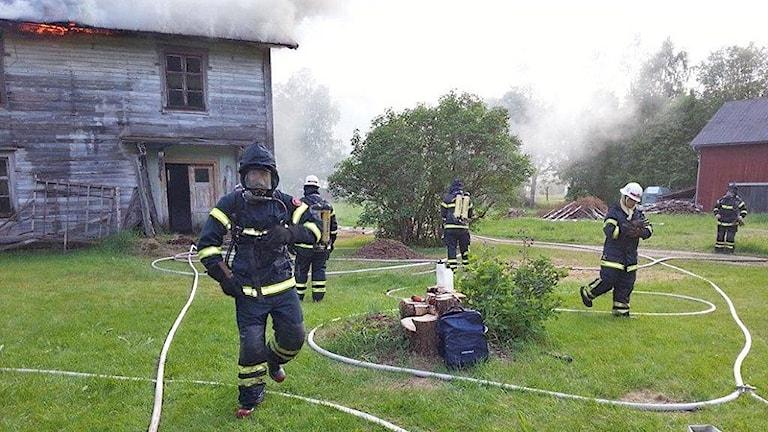 Räddningstjänst i arbete. Foto: Räddningstjänsten i Sysslebäck