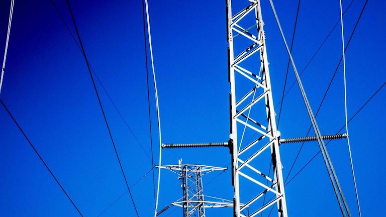 Kraftledning med blå himmel i bakgrunden. Foto: Magnus Hjalmarson Neideman / SvD / TT