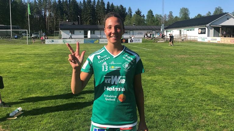 Matchvinnare Linnéa Berger och tre poäng till Mallbacken. Foto: Daniel Viklund/ Sveriges Radio.