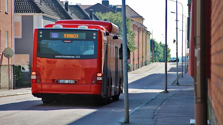Buss på Herrhagen. Foto: Lars-Gunnar Olsson/Sveriges Radio.