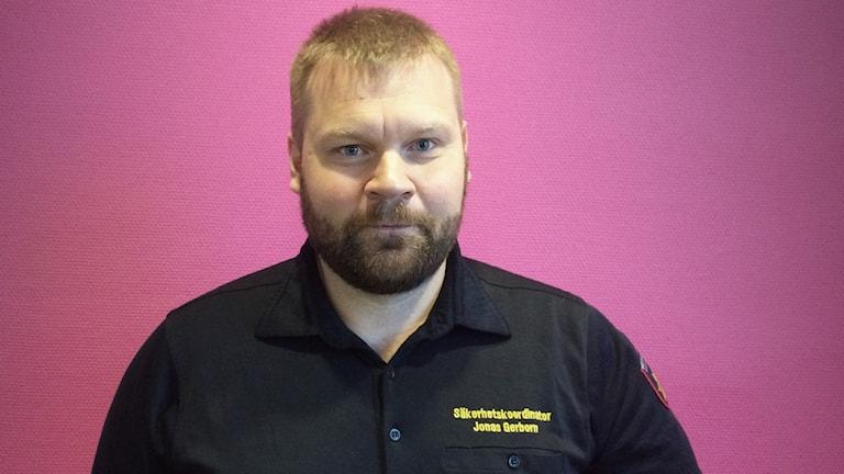 Jonas Gerborn, säkerhetskoordinator på Räddningstjänsten Karlstadsregionen. Foto: Mari Stenström/Sveriges Radio.