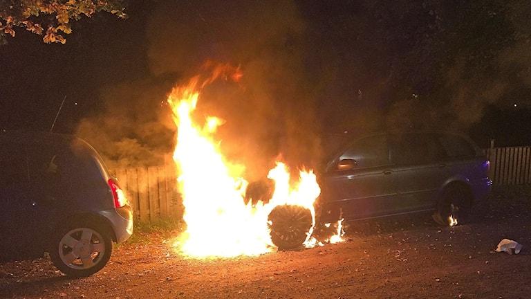 En bil brinner. Foto: Bergslagens räddningstjänst