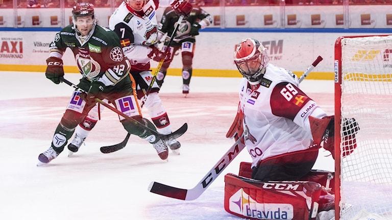 Jesper Olofsson punkterar matchen