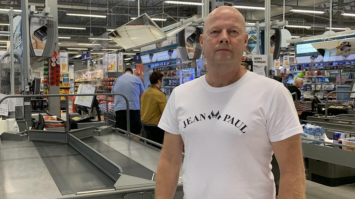 Morten Rønningen från Norge handlar innan karantänsreglerna införs.