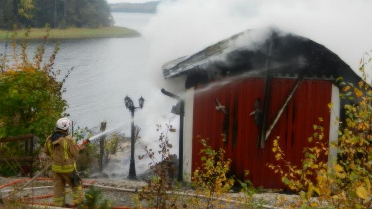 Ett fritidshus i Kangerud Grums kommun brann i förmiddags.
