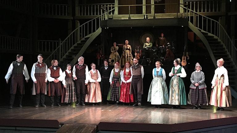 Skådespelare på scen. Foto: Alva Andersdotter/Sveriges Radio.