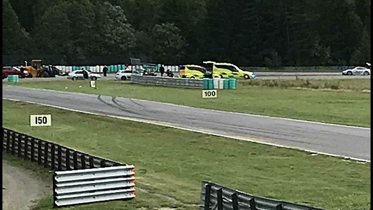 Ambulanser syns på tävlingsbanan. Foto: Johan Von Bahr.