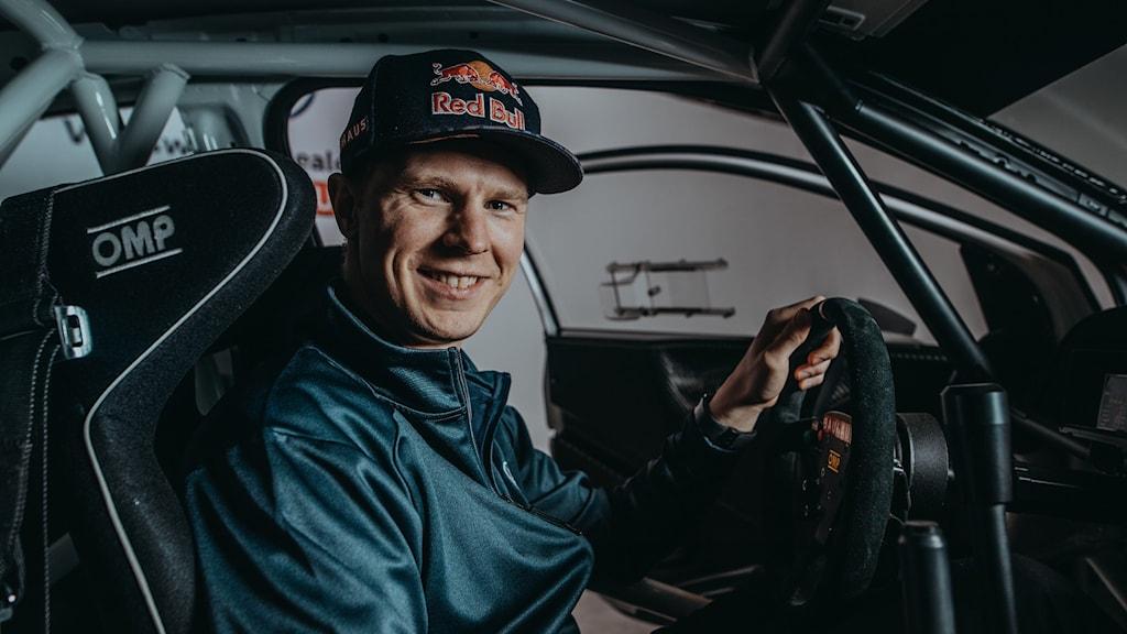 Johan Kristoffersson sitter i en rallycrossbil.