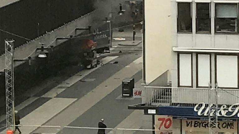 En lastbil som brinner. Foto: Andreas Schyman/TT.