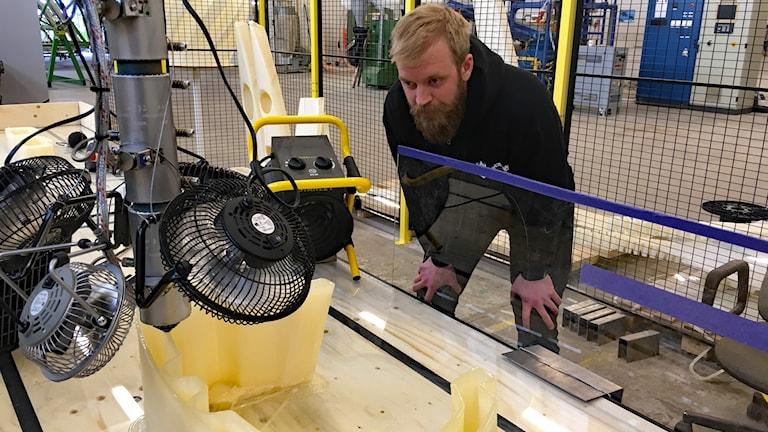 Roger Andersson utvecklingsingenjör på The Wood Region. Foto Per Larsson/Sveriges Radio.
