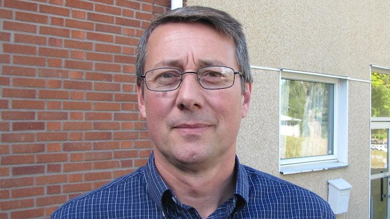 Ulrik Hollman, chef för individ- och familjeomsorgen i Årjängs kommun. Foto: Magnus Hermansson/Svergies Radio.