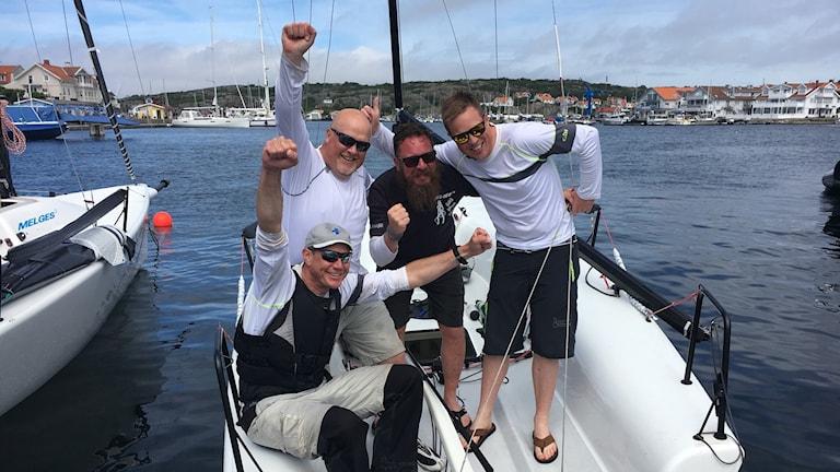 SM mästarna 2017 i Melges 24 består av seglarna Fredrik Pettersson, Tomas Skålén Jonas Pettersson-Sand och Anders Åberg. Foto: Malin Björk/Sveriges Radio.