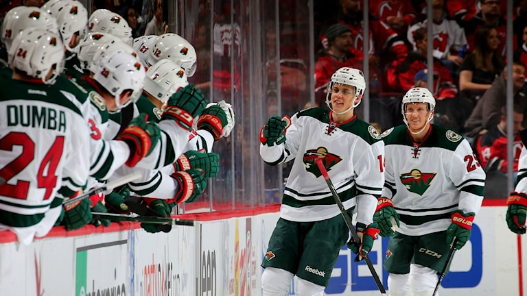 Joel Eriksson Ek gjorde mål i sin NHL-debut för Minnesota. Foto: Elsa/Getty Images/AFP.