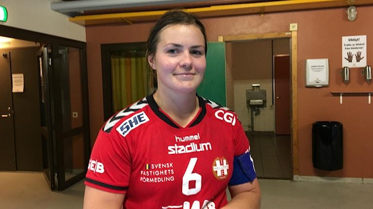 Missnöjd Karin Ullén efter förlusten mot VästeråsIrsta 25-36. Foto: Daniel Viklund/ Sveriges Radio.