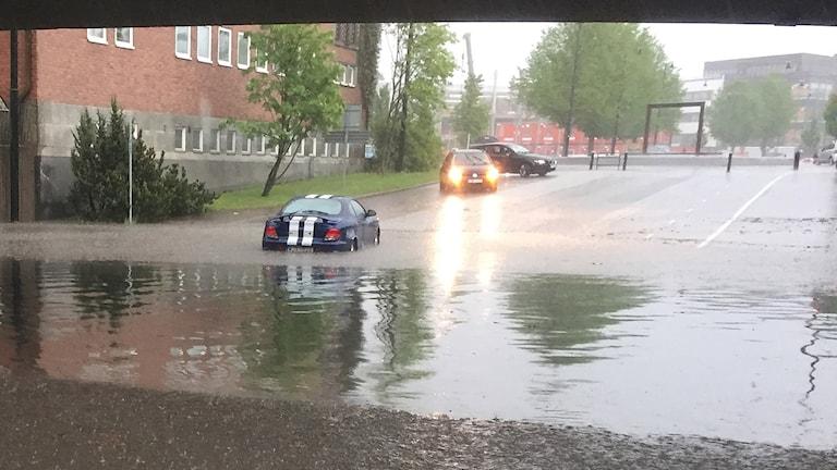 Översvämning vid Löfbergsviadukten i Karlstad. Foto: Sara Johansson/Sveriges Radio.