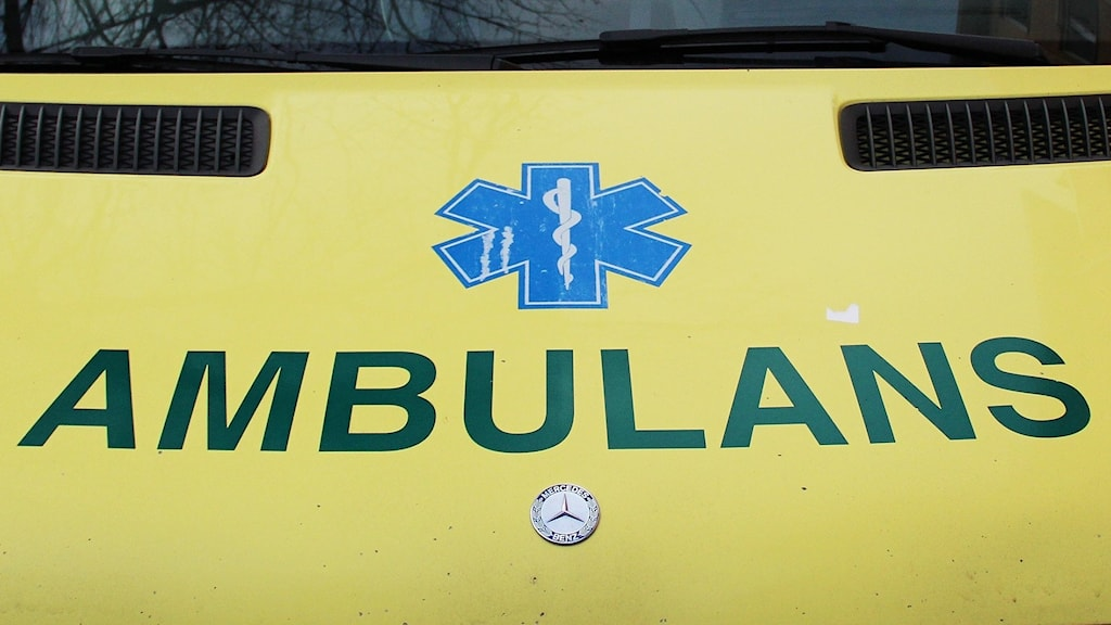 Motorhuven på en ambulans. Foto: Lars-Gunnar Olsson/Sveriges Radio.