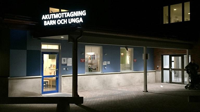 Arkivbild: Entrén till akutmottagning för barn och unga. Foto: Lars-Gunnar Olsson/Sveriges Radio.