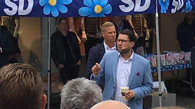 Jimmie Åkesson (SD) under ett torgmöte i Karlstad i augusti 2018. Foto: Per Larsson/Sveriges Radio arkiv.