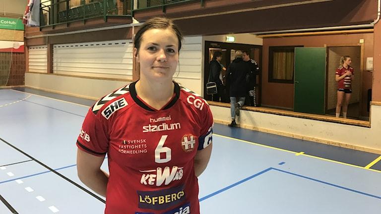 Karin Ullén och Hellton har det fortsatt tungt efter ny förlust mot Skövde. Foto: Daniel Viklund/ Sveriges Radio.