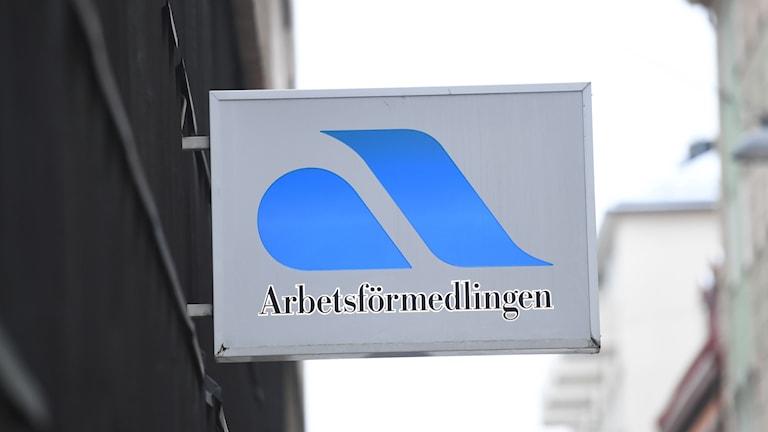 En skylt med texten Arbetsförmedlingen. Foto: Fredrik Sandberg/TT.