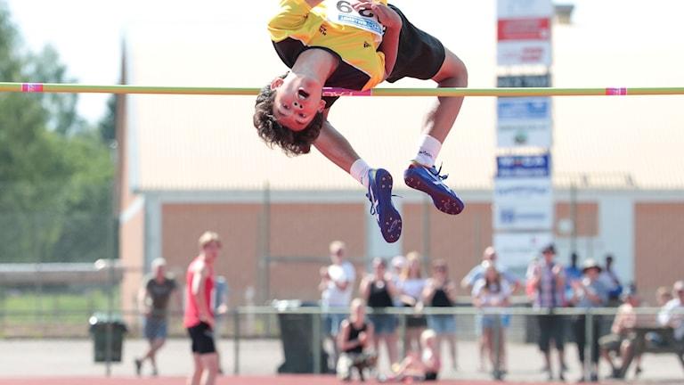 Melwin Lycke-Holm hoppar höjdhopp