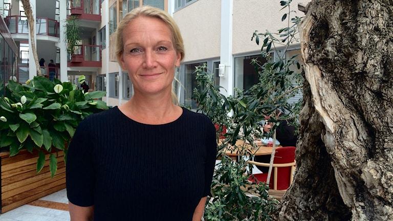 blond kvinna står inomhus e-hälsostrateg cecilia karlsson landstinget värmland